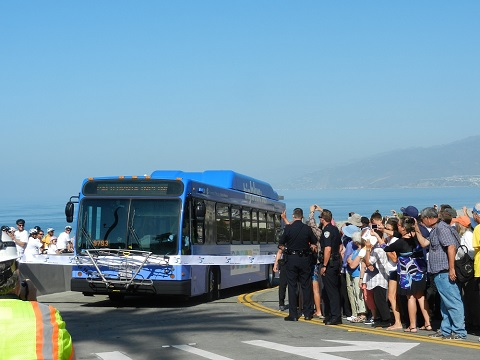 Big Blue Bus cuts ribbon